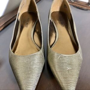 NINE WEST vintage flats gold classic 7.5 like new